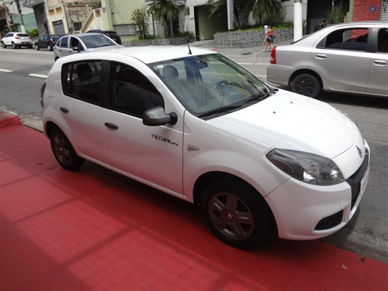 RENAULT SANDERO 1.0 TECH RUN 16V FLEX 4P MANUAL 2014/2014